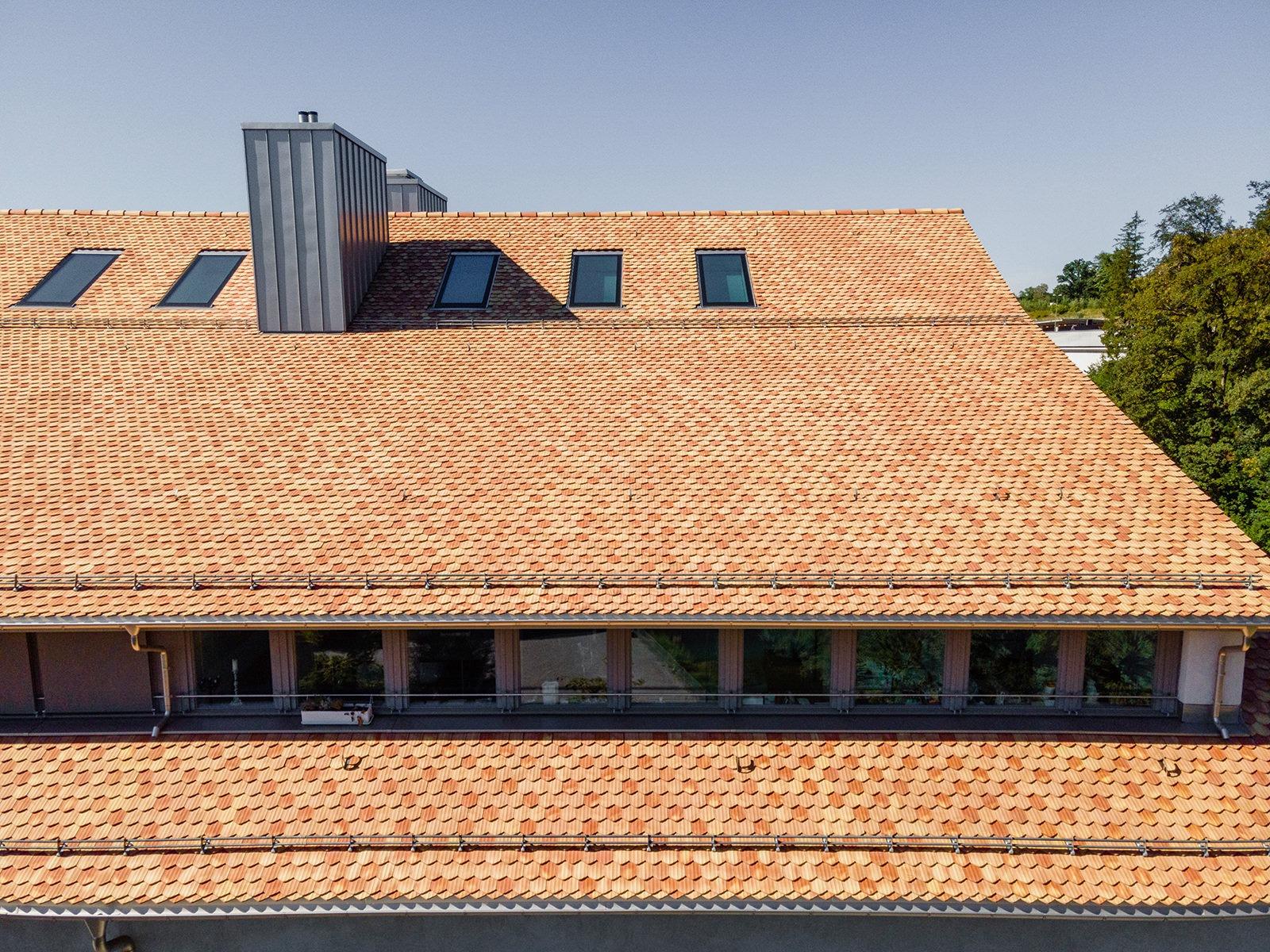 Green City Zürich eingedeckt mit Biberschwanzziegeln à l'ancienne von Gasser Ceramic